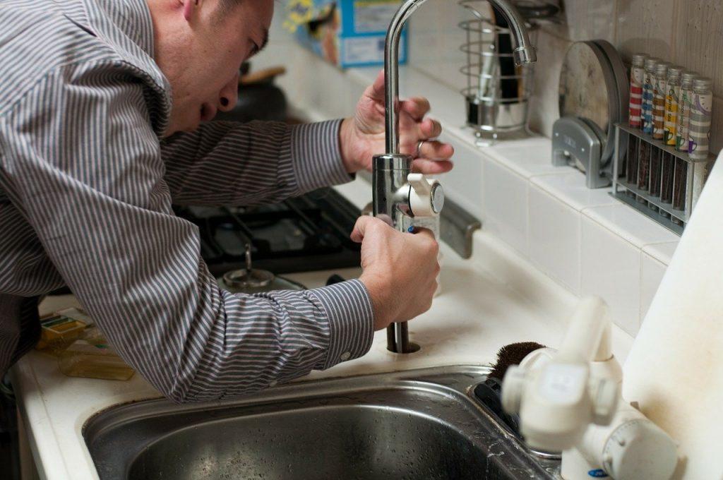 plombier fuite de robinet